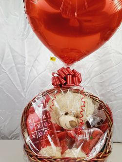 "❤Large Valentine's Day Love Gift Basket Plush Chocolates Candy Bear 30""🧸❤ for Sale in Queens,  NY"