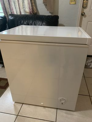 Frigidaire freezer good condition working perfect 5.0 cu ft for Sale in Miami, FL