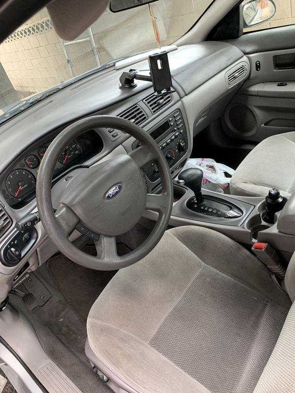 Ford Taurus SE 4D car