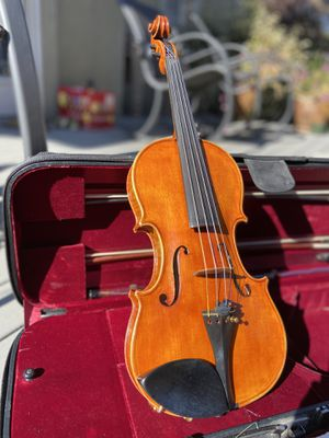 Full-size violin w/accessories for Sale in Lindon, UT