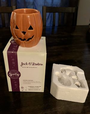 Jack-o-lantern night light collectible scentsy plug in warmer- in EUC!! for Sale in Vancouver, WA