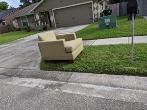 FREE chair (trash 10/22) for Sale in Lockhart, FL
