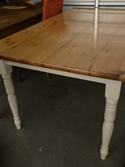 Farmhouse Kitchen Table w/ Four matching chairs for Sale in Kent,  WA