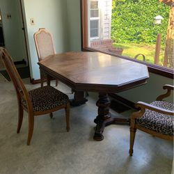 Dining Room Table for Sale in Lake Oswego,  OR
