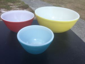 Vintage Pyrex Primary mixing bowls for Sale in Deltona, FL