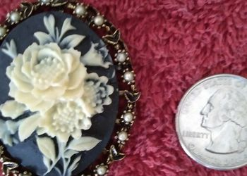 Vintage Rose Cameo Pendant for Sale in Chicago,  IL
