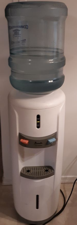 AVANTI Hot / Cold WATER DISPENSER cooler with Jugs for Sale in Shippensburg, PA
