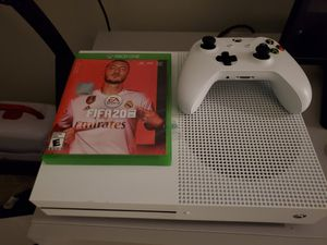 Xbox one with fifa2020 and one controller for Sale in McDonogh, MD