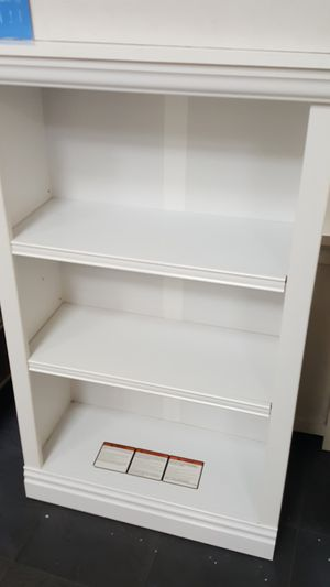 White bookshelve for Sale in San Diego, CA