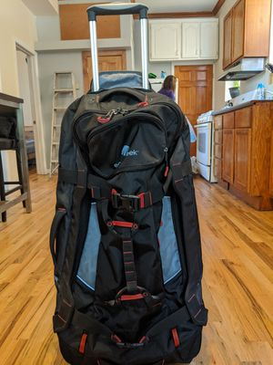 LARGE eagle creek rolling duffle bag. for Sale in Chicago, IL