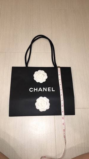 Chanel paper shopping bag with two white flowers and a ribbon for Sale in Las Vegas, NV
