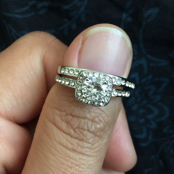 Alloy filled Artificial Diamond ring wedding engagement ring band size 5,7,8 available. Might have sz 6