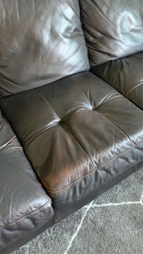 FREE LEATHER SECTIONAL COUCH