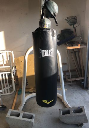 Everlast boxing set, gloves, speed bag, reflex bag, and punching bag and stand for Sale in Jurupa Valley, CA