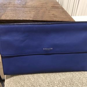 Authentic Coach Leather Clutch for Sale in Diamond Bar, CA