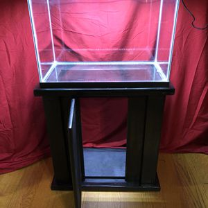 20 GALLONS FISH TANK STAND AND LIGHT ///BRAND NEW NO SCRATCHES NO WATER MARKS for Sale in Rancho Dominguez, CA