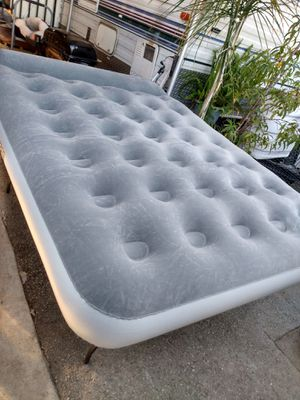 air matress queen size,built in pump for Sale in Phillips Ranch, CA