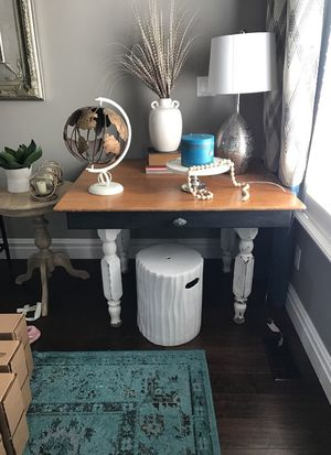 Large side table or small kitchen table for Sale in Lehi, UT