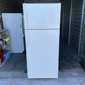 GE Apartment size Refrigerator Delivery for Sale in Los Angeles, CA