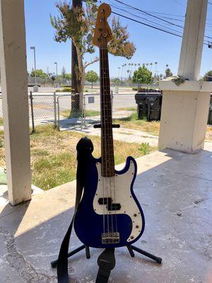 Squier by fender bass 75$ for Sale in San Bernardino, CA