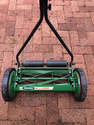 Scott's 16 in. Manual Walk Behind Push Reel Lawn Mower. for Sale in Tacoma, WA