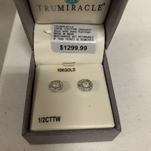 Diamond Stud with Halo Earrings for Sale in Cathedral City, CA