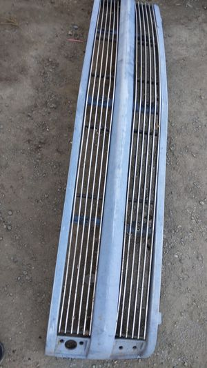 88 to 98 Chevy phantom grill......80$$$ o.b.o also have the stock rims for Sale in Woodville, CA