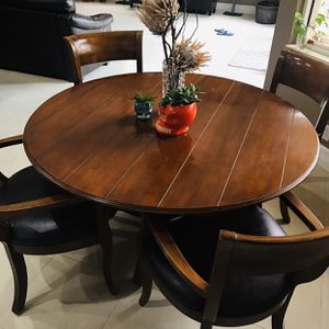 Table and chairs for Sale in Miramar, FL
