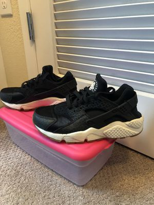 d9fac2f38b39 Huaraches size 7 (Women s size) for Sale in San Jose
