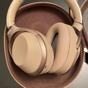 Sony WH 1000-XM2 Headphones for Sale in Grand Rapids, MI