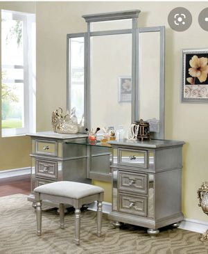 Makeup Vanity set champagne finish for Sale in North Las Vegas, NV
