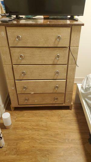 5 shelves dresser for Sale in Arlington, VA