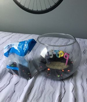 2 gallon fish tank with decoration and rocks for Sale in Wake Forest, NC