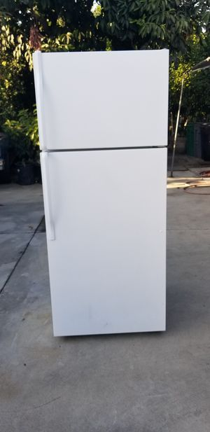 Apartment top Freezer Refrigerator for Sale in Bassett, CA