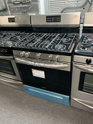 FRIGIDAIRE NEW SCRATCH AND DENT STAINLESS STEEL GAS STOVE WITH CONVECTION OVEN for Sale in Windsor Mill, MD