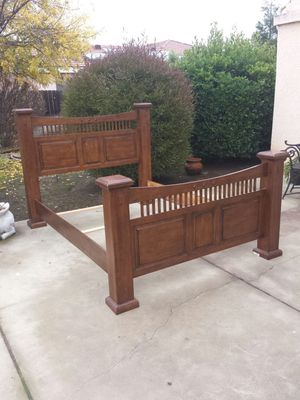 Queen Size Wood Bed Frame for Sale in Clovis, CA