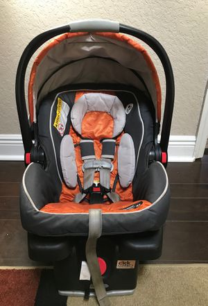 Graco SnugRide Click Connect 35 infant care seat for Sale in Altamonte Springs, FL
