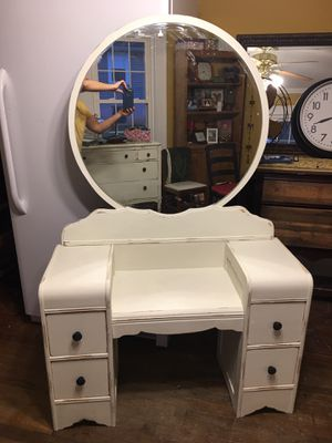 Beautiful antique dresser for Sale in Greenville, SC