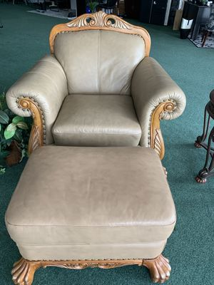 Large chair with ottoman for Sale in Tampa, FL