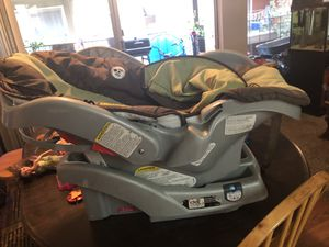 Gracias bundle car seat base and stroller used but works great for Sale in Houston, TX