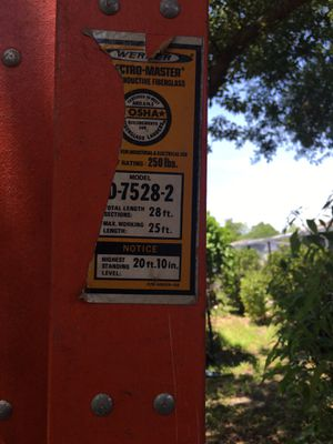 Fiber Glass 28 foot ladders Qty 2 for Sale in Orlando, FL