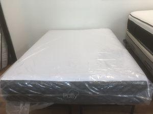 Puffy Queen size mattress for Sale in Renton, WA