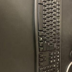 Logitech Plug In Keyboard for Sale in Santa Ana, CA