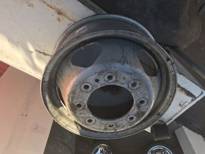 """2011 and up Chevy/gmc 3500 dually 17"""" wheel for Sale in Denver, CO"""