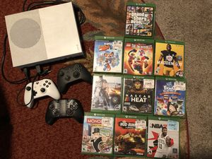 X box one with 3 controllers and 10 games for Sale in Pompano Beach, FL