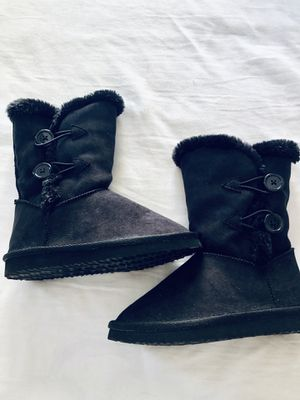 Girls UGG-like, Plush Lined Boots. Super Cute With Two Buttons. Black. Size 13 for Sale in Honolulu, HI