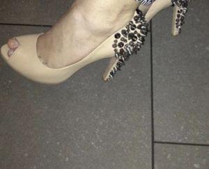 Women's shoes Sam Edelman leather spike back designer nude high heels size 7.5 for Sale in Portland, OR