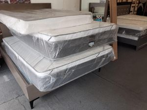 Queen pillow top mattressm with boxspring for Sale in Compton, CA