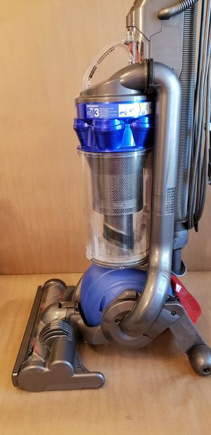 Like New Dyson DC25 Bagless Multi Floor Upright Vacuum Cleaner - Aspiradora Dyson for Sale in Chula Vista, CA