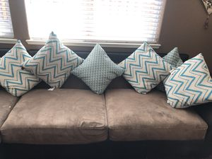 Sectional couch w/pillows for Sale in Lathrop, CA